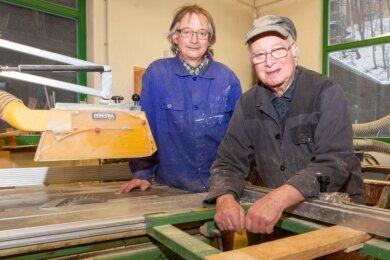 Die Firma Fass-Richter, vor 125 Jahren gegründet, wird heute von Frank Richter (links) geleitet. Sein Vater Eberhardt steht ihm auch mit 85 Jahren noch zur Seite.