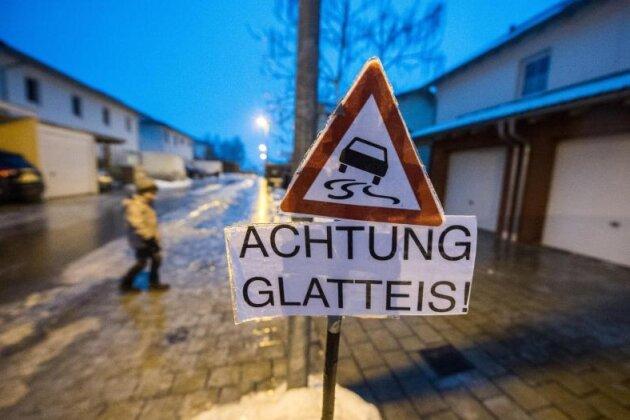 Wetterdienst warnt bis Samstagmorgen vor Glatteis
