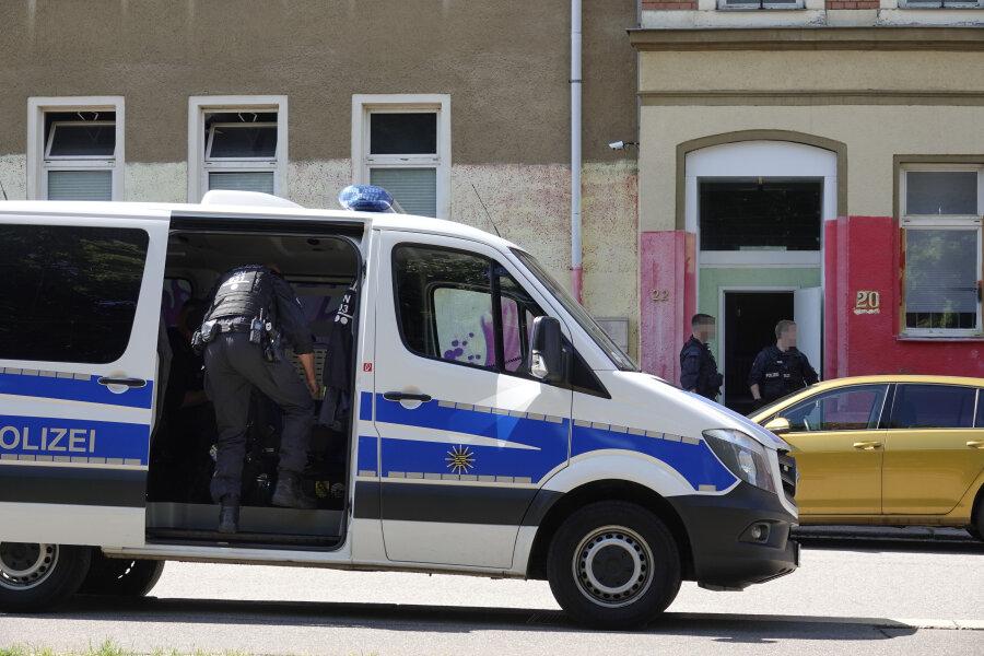 Ermittlungsverfahren - Polizei durchsucht Haus
