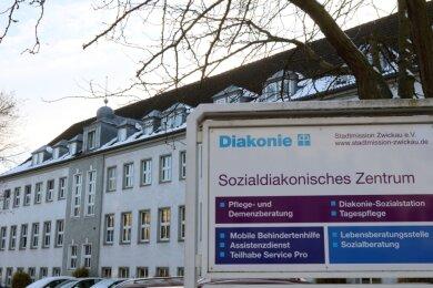 Das Ärztehaus in der Lothar-Streit-Straße 22 soll umgebaut werden. Daher müssen alle Mieter raus, sagt die Stadtmission.