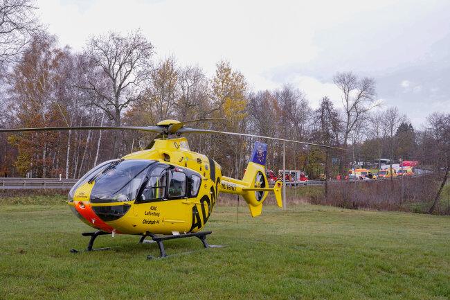 Vier Personen kamen nach einem Unfall auf der S 293 zwischen Irfersgrün und Hirschfeld ins Krankenhaus.