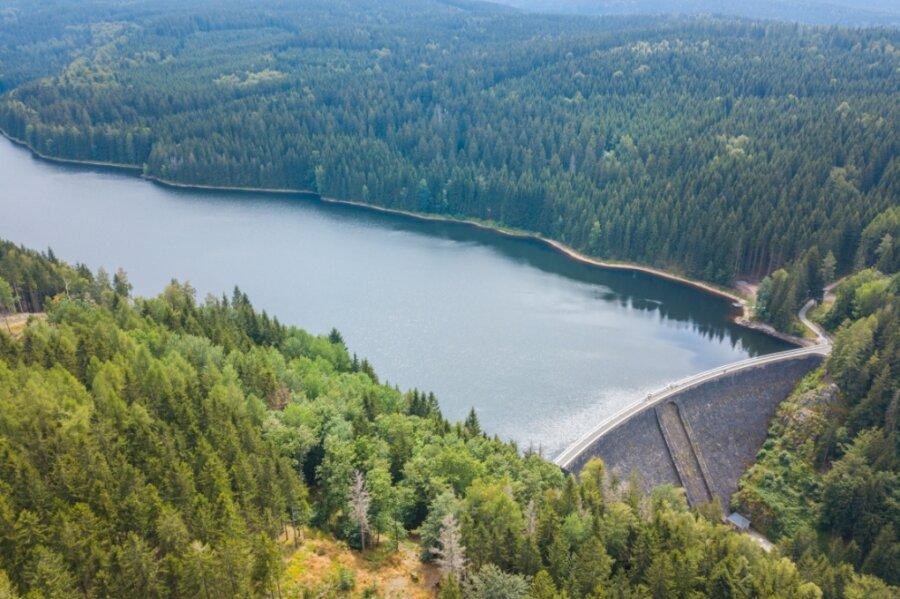 Die Talsperre Sosa. Seit Jahren gelangt immer mehr Wasser mit gelösten Kohlenstoffverbindungen in den Speicher, was den Aufwand für die Trinkwasseraufbereitung erhöht.