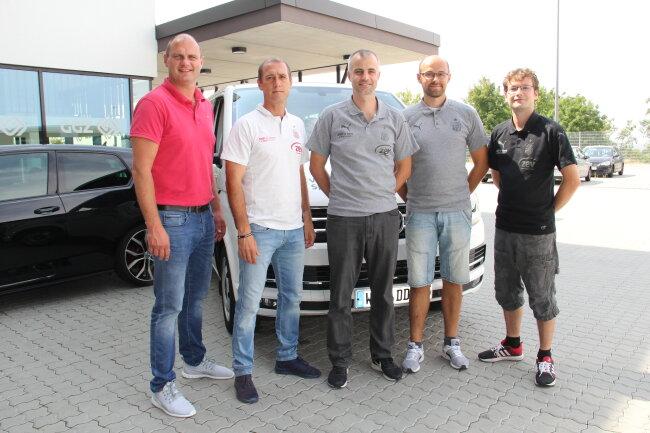 Auf dem Foto (v. l.): David Wagner (Sportdirektor), Joe Enochs (Cheftrainer 1. Mannschaft), Lars Hopp (sportl. Nachwuchsleiter), Markus Seiler (admin. Nachwuchsleiter), Mathias Arnold (Projektleiter NLZ)