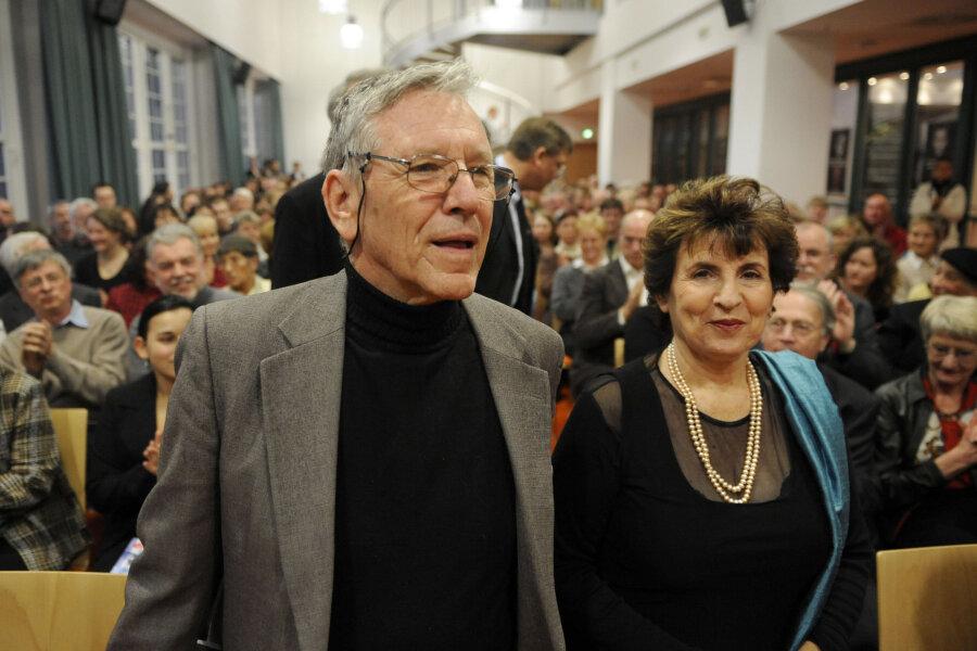 2008 besuchte Amos Oz die Stadt Chemnitz im Rahmen der Vergabe des Stefan-Heym-Preises.