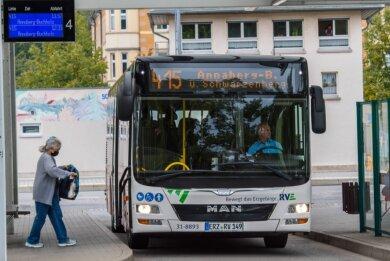 Die Linie 415 verkehrt via Schwarzenberg - wo dieses Foto entstand - zwischen Aue und Annaberg. Sie könnte von drohenden Einschränkungen betroffen sein.
