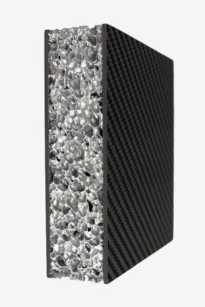 Eine Metallschaumstruktur für ein Batteriegehäuse.