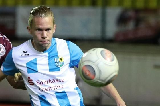 Dennis Grote (r) wechselt zu Rot-Weiss Essen.