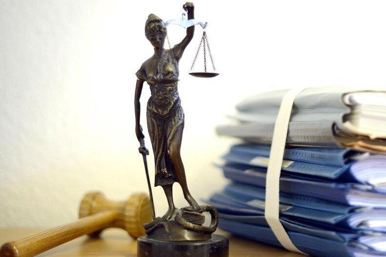 Nach Messerstichen: Mann wegen Totschlags vor Gericht