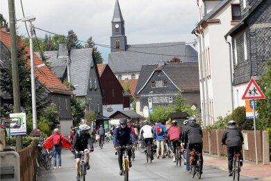 Mehrere tausend Radler nutzen den Radlersonntag für gewöhnlich für eine Spritztour durch den Mülsengrund. In diesem Jahr soll es bergan rollen.