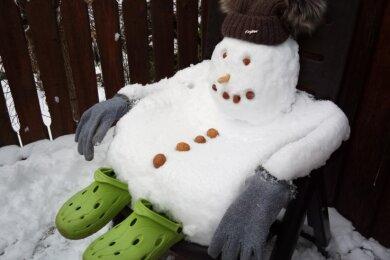 Auch Schneemänner müssen sich mal ausruhen, weiß Heike Jähnig aus Gahlenz.