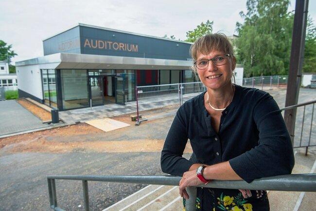 Schulleiterin Heike Keller hat von ihrem Büro aus den Bau mit Neugier und mit einer Kamera verfolgt. Sie freut sich über die neuen Möglichkeiten.