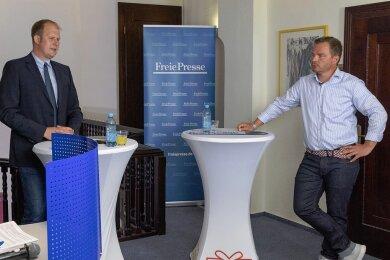 Jens Benedict (Einz), links im Bild, und Erik Schulze (CDU) wollen Bürgermeister von Oberwiesenthal werden.