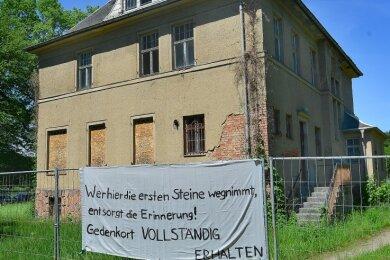 Erst drohte der Abriss, nun soll sie zumindest teilweise erhalten werden - die auch von den Nazis genutzte Fabrikantenvilla auf dem Gelände des ehemaligen KZ Sachsenburg.
