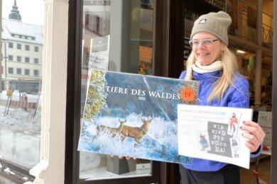 Schreibwarenhändlerin Anke Krause freut sich, wieder verkaufen zu dürfen - wenn auch unter strengen Auflagen. Die Chefin des Freiberger Gewerbevereins fordert aber zugleich mehr Hilfe für den Einzelhandel.