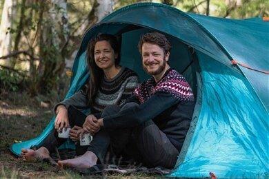 Es geht auch ohne Wohnmobil oder Caravan: Patrick Pirl und Anne-Sophie Hußel aus Sachsen verhelfen zum Gratiszelten in fremden Gärten.