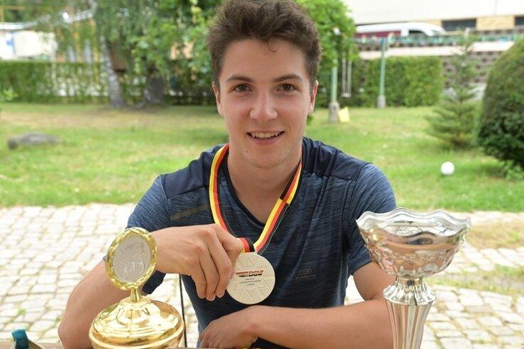 Justin Gnüchtel wird heute 20 Jahre alt, wechselt vom Skisport zur Leichtathletik und startet künftig für ein Uni-Team in den USA. Möglicherweise erhält dann seine Langlauf-Medaillensammlung Zuwachs.