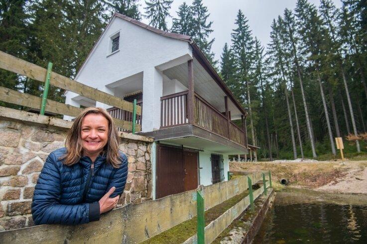 Isabelle Ullrich-Ernst ist die neue Betreiberin des Imbisses am Stausee Carolagrün.
