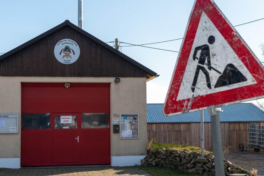 Die Fahrzeughalle der Feuerwehr in Zschaagwitz soll um einen Anbau mit Sanitäranlagen und kleinem Versammlungsraum ergänzt werden. In welcher Form Seelitz die Pläne realisiert, ist noch offen.