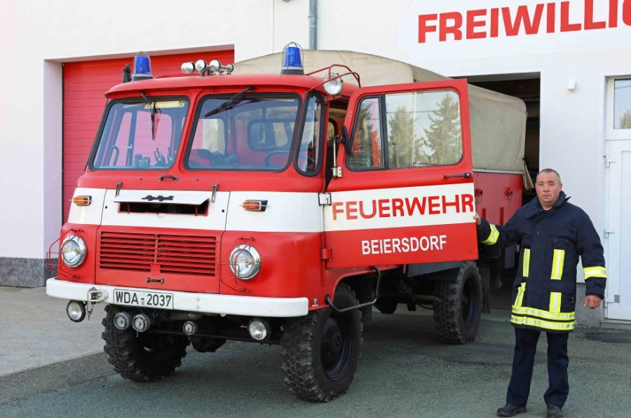 Die Helfer aus Beiersdorf rücken noch mit einem 36 Jahre alten Fahrzeug aus. Für die Ersatzbeschaffung erhalten Gemeindewehrleiter Jan Blechschmidt und seine Kollegen eine finanzielle Unterstützung.