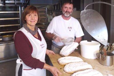 In der Vorweihnachtszeit ist für Steffi Gehmlich und Peter Goldberg Stollenbacken angesagt.