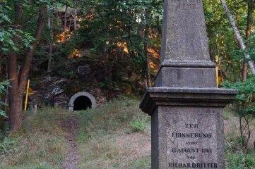 Stele zur Erinnerung an RichardRitter von Dotzauer auf dem Hausberg bei Graslitz/Kraslice.