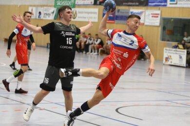 Sebastian Poppitz (beim Wurf) war am Samstag einer der wenigen Spieler des HC Glauchau/Meerane, die Normalform erreichten.