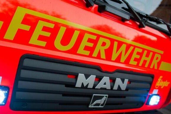 Sechs Autos in Flammen