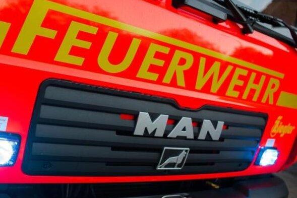 Rettungsaktion: Mann aus dem Bett gefallen - Feuerwehr steigt über Balkon ein