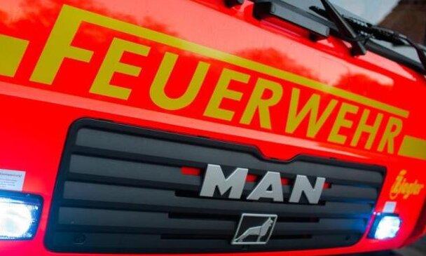 Feuer in Freilufthalle in Rübenau ausgebrochen