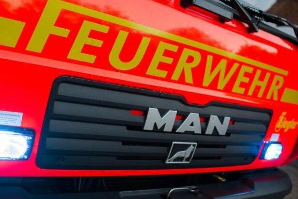 Plauen: Kleintransporter gerät in Brand
