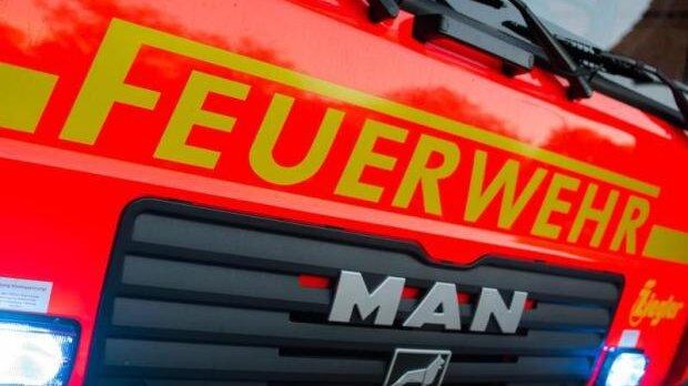 Strohballen brennen - Polizei vermutet Brandstiftung