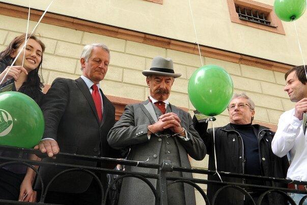 """<p class=""""artikelinhalt"""">Karl May (M.), Missetäter und Meisterschreiber. Mit dem Weltrekord brachte er Mittweida Ruhm. Foto: Falk Bernhardt</p>"""