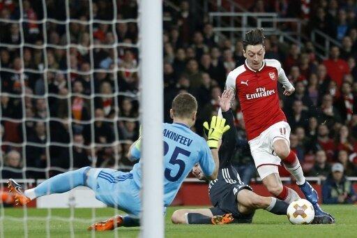 Özil und Arsenal spielen zunächst zu Hause gegen Madrid