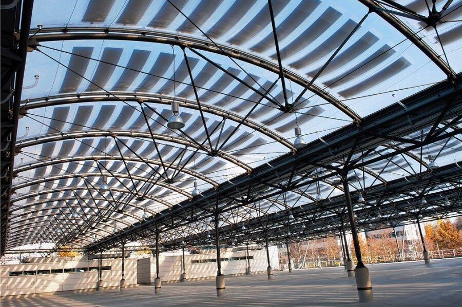 Dieses Membran-Solardach über dem Carport für den Abfallwirtschaftsbetrieb München ist preisgekrönt.