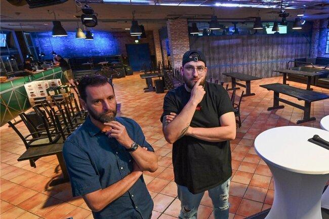 Gastronom André Donath (links) und Clubchef Rico Rupf im Brauclub, der am Wochenende nun doch nicht wieder öffnet.
