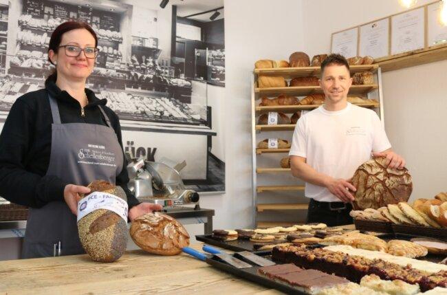 Marika Poller und Alexander Schellenberger verkaufen im neuen Laden an der Lindenstraße das bewährte Bäckerei-Sortiment.