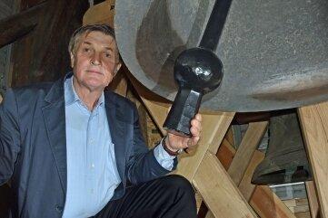 Kirchenvorstand Frank Naumann freut sich über den Klang der Glocken.