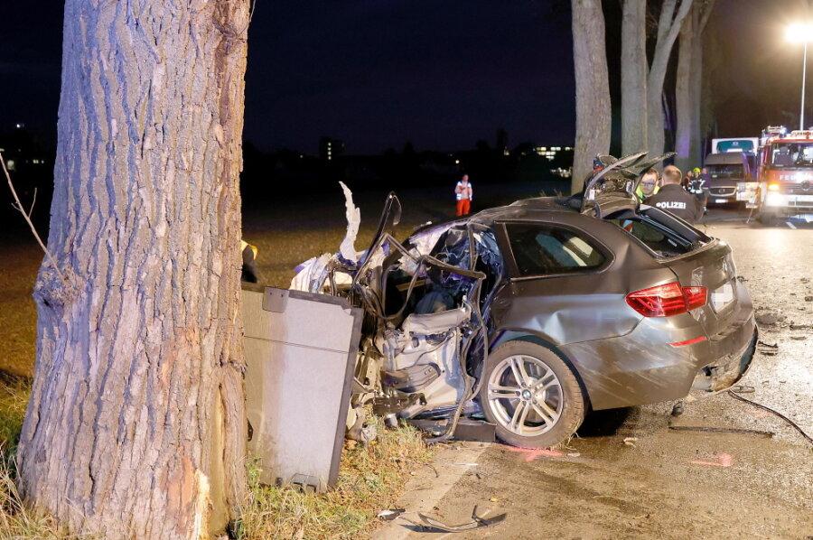 Autofahrer stirbt bei Unfall auf Chemnitzer Neefestraße