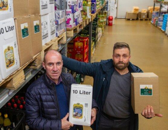 Ingo Knoll (links) und Thomas Fritzlar sind die Geschäftsführer der Christel Knoll GmbH in Oberlosa. Das Unternehmen beliefert Hotels und Gaststätten im Umkreis von 150 Kilometer mit Lebensmitteln, Getränken und Haushaltsartikeln. Mit Beginn des zweiten Lockdowns sei ihr Geschäft massiv eingebrochen, berichten die beiden.