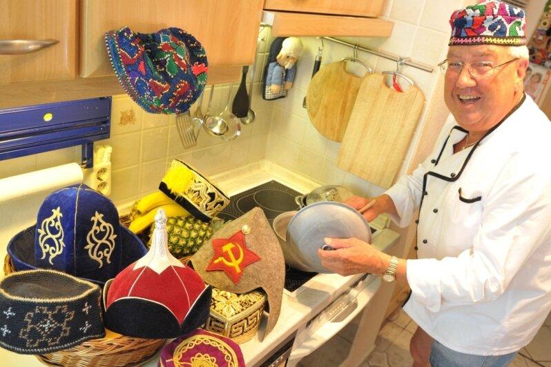 """<p class=""""artikelinhalt"""">Aus jedem der sieben Länder, in denen er bisher gearbeitet hat, brachte Frank Hentschel eine traditionelle Kopfbedeckung mit. </p>"""