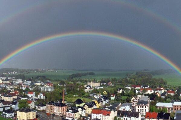 Doppelter Regenbogen überspannt Neukirchen - Doppeltes Glück?