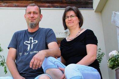 Mirjam und Dirk Graupner vorm künftigen Mutter-Kind-Haus.