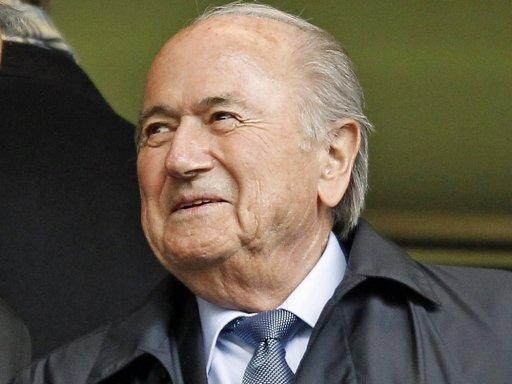 Joseph S. Blatter gratuliert dem FC Bayern