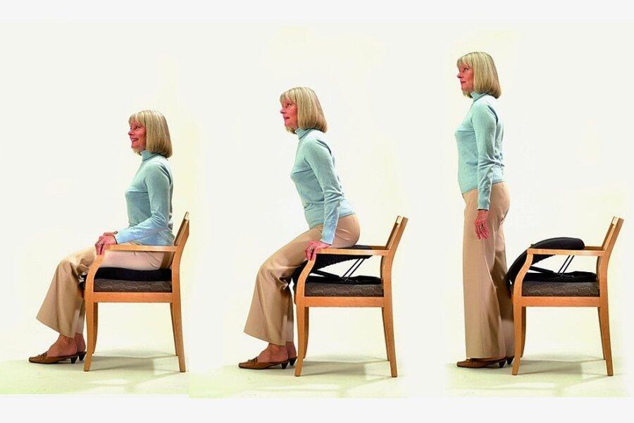 Ein, zwei, drei und hopp: Ein Katapultsitz gibt zum Aufstehen vom Stuhl den nötigen Schub. Er arbeitet über einen Gasdruckstoßdämpfer, der auf das Gewicht einstellbar ist.