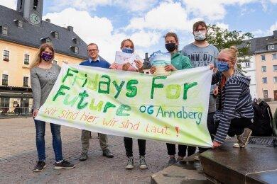 """""""Fridays for Future""""-Aktivisten trafen sich am Donnerstag auf dem Annaberger Markt."""