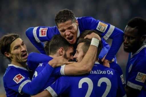 Schalke steht wegen der Schützenhilfe im Achtelfinale