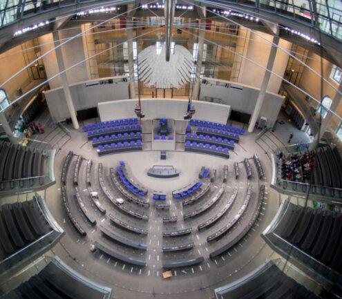 Der Plenarsaal des Bundestages - künftig werden sieben Parteien vertreten.