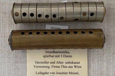 Runde Mundharmonikas im Harmonikamuseum Zwota, eine Leihgabe von Joachim Meisel aus Klingenthal.