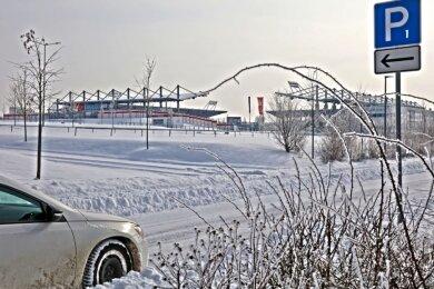 Über die Frage, ob die Parkplätze am Stadion bei Heimspielen ausreichen, wird diskutiert.