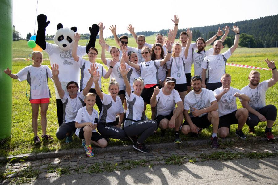 Seit Jahren schon regelmäßig beim Benefizlauf in Oberwiesenthal für den guten Zweck mit am Start: die Läuferinnen und Läufer der Firma Mogatec aus Drebach. Auch 2019, als das Bild entstand, waren sie dabei.